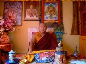 Ven. Lama Khempo Thupten Nyima, en Sakya Drogon Ling.